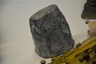 Brevpress i form av runesten