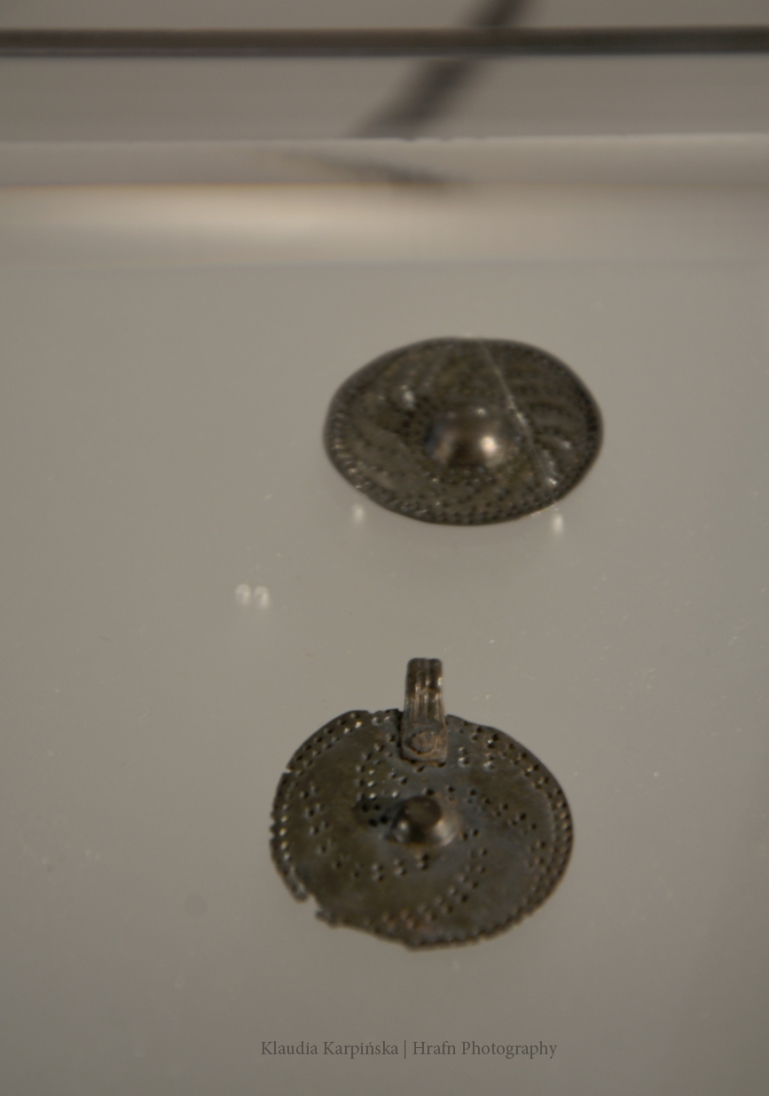 In the background: Shield-shaped pendant (Grave Bj 973, Birka)