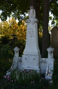 Eduard Albert's grave monument