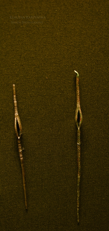 Earrings with basket-shaped parts