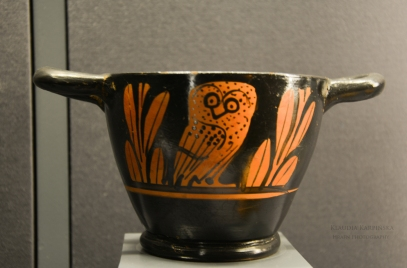 Skyphos with the depiction of an owl